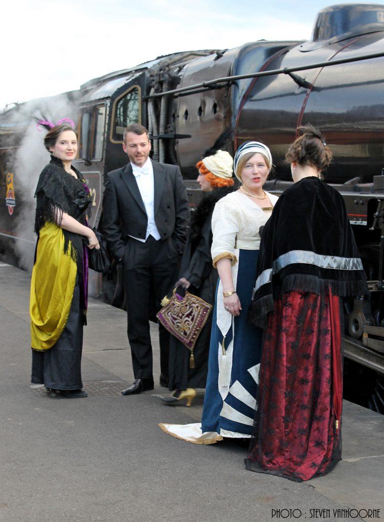05_ Arrivée Bluebell railway train